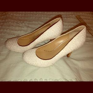 White Kelly & Katie cute fabric flower heels